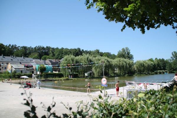 Vue du côté droit du lac.JPG